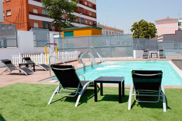 piscina Deluxe Hostels